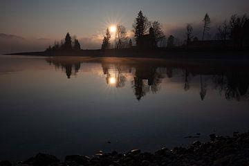 Sonnenaufgang am Walchensee mit Kirche St. Margareth