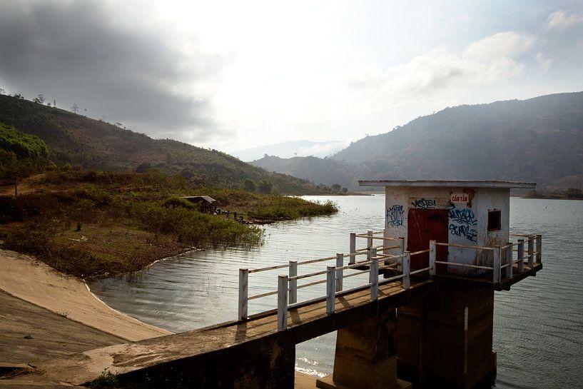 Stuwmeer in Vietnam van Gijs de Kruijf