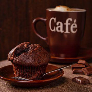 Muffin au chocolat avec café sur Uwe Merkel