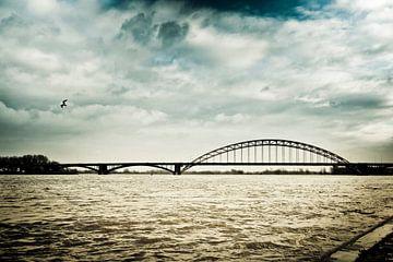 Donkere wolken boven Nijmegen von Bas Stijntjes