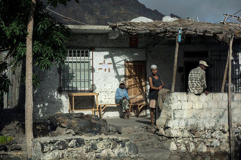 Family on the porch van Robert Beekelaar