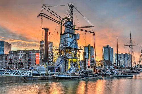 Rotterdam: Leuvehaven onder een rode hemel van