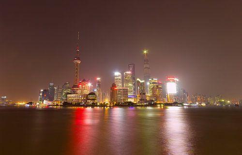 Shanghai skyline van Paul Dings
