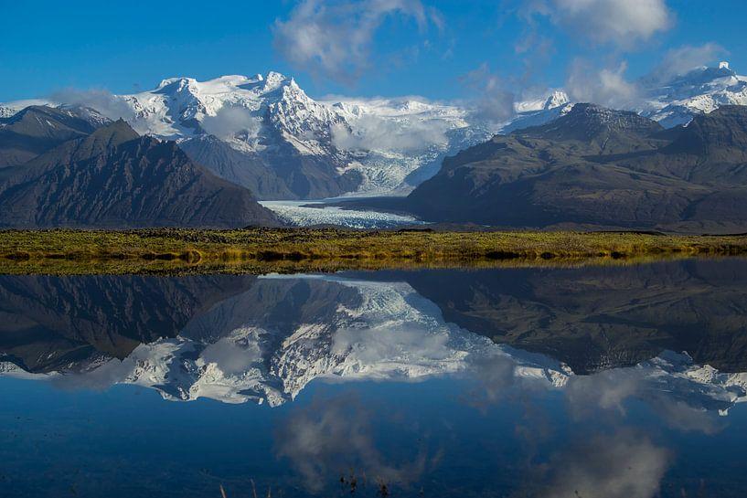 Spiegeltje, Spiegeltje in het water... van Freek van den Driesschen