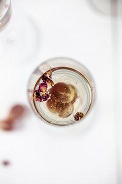 Prosecco mit Himbeersirup & Rosenwasser von Nina van der Kleij