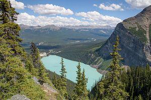 Lake Louise vanuit de bergen