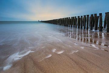 Sonnenuntergang am Strand von Westkappele in Zeeland von Dennisart Fotografie