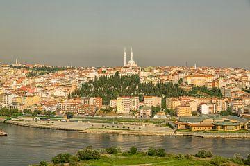 Istanbul, Turquie, vue panoramique de la colline Pier Loti à la lumière du jour. sur Mohamed Abdelrazek