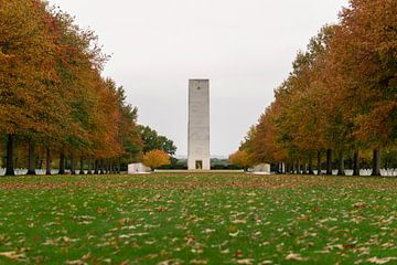 """Margraten Amerikaanse begraafplaats """"de toren"""". van Onno Alblas"""