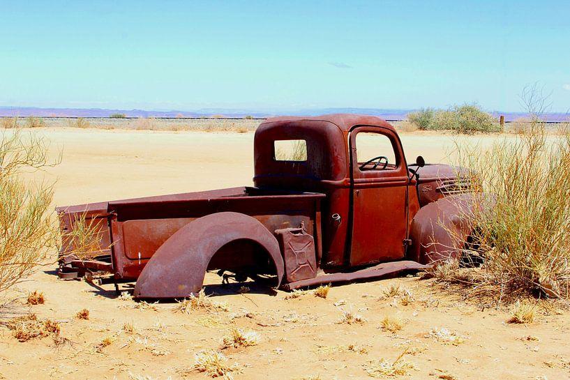 Verlaten Ford oldtimer van Inge Hogenbijl
