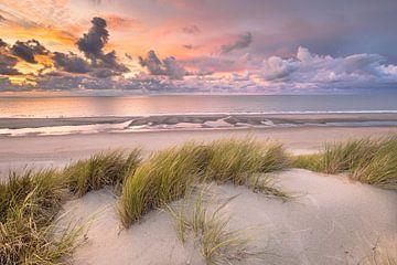Zonsondergang in de duinen van Zeeland van Rudmer Zwerver
