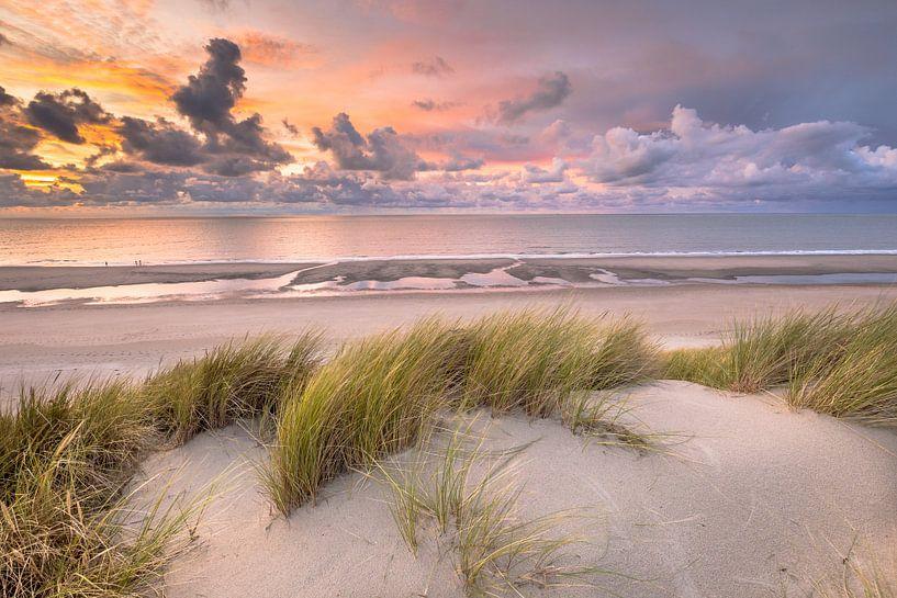 Coucher de soleil dans les dunes de Zélande sur Rudmer Zwerver