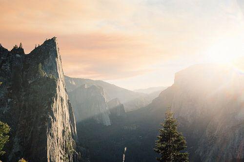 Zon over de bergen van Laurance Didden