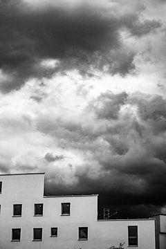 Dunkle Wolken, enge Ebene von Focus de Plaatjesmaker