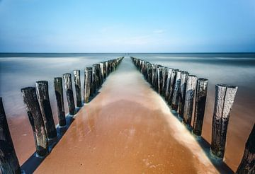 Wellenbrecher am Strand von Domburg in Seeland von Björn van den Berg