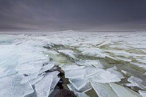 Kruiend ijs op het IJsselmeer