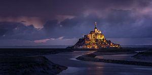 Mont Saint Michel in avond verlichting van