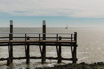 Gerüst Texel mit Blick auf Segelboot von Ditta van Gent