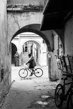 Fietsen door Essaouira van Ellis Peeters