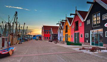 Maisons colorées dans le port de Zoutkamp sur John Leeninga