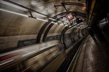 Londen - Underground -  van Bert Meijer