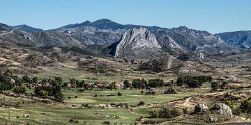 Paysage arcadien dans les monts Cantabriques du nord de l'Espagne sur Harrie Muis