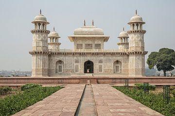 Het graf van Itmad-Ud-Daulah in Agra, Uttar Pradesh, India. Ook bekend als de Jewel Box of de Baby T van Tjeerd Kruse
