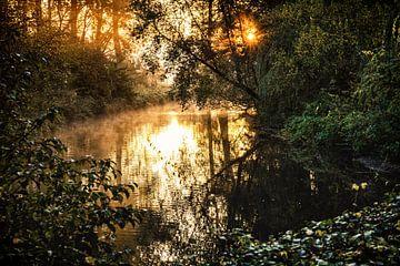 Zonsopkomst boven de rivier de Geul van Rob Boon