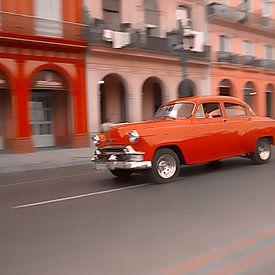 Oldtimer classic car in Cuba in het centrum van Havana. One2expose Wout kok Photography.  von Wout Kok