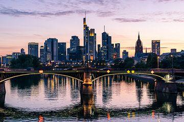 Frankfurter Skyline direkt nach Sonnenuntergang von Christian Klös