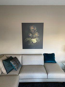 Klantfoto: Pauwenveren, modern klassiek stilleven van Joske Kempink