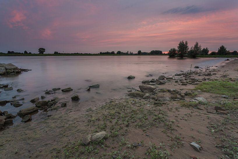 Sonnenuntergang an der IJssel in Windesheim Provinz Overijssel von Adrian Visser
