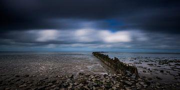 Wellenbrecher im Wattenmeer bei Ebbe von Jenco van Zalk