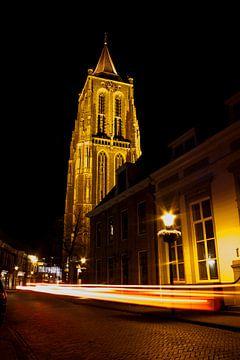 Kerktoren bij nacht van Marius Boer