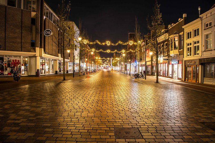 Bagijnhof Dordrecht by night van Photobywim Willem Woudenberg