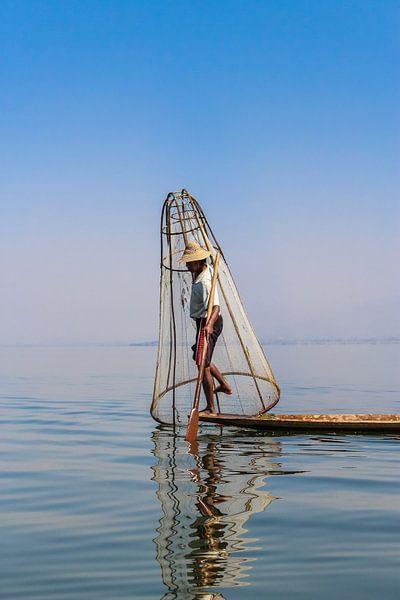 Birmaanse Visser op het Inle meer I van Thijs van den Broek