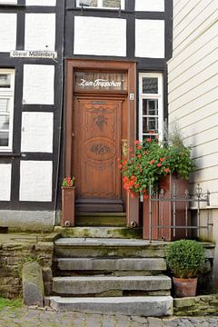 Een trapje op naar de voordeur van Nicolette Vermeulen