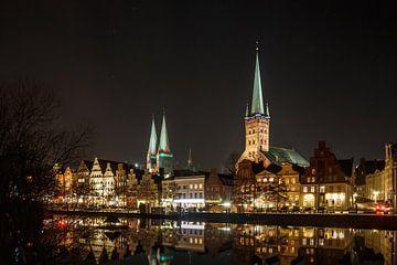 Lübeck bij nacht van Werner Reins