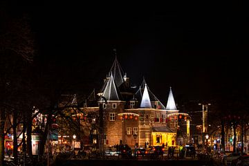 Waag Amsterdam bij nacht van Peter Bartelings Photography