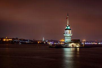 Nachtzicht op de Maiden's Tower of Kiz Kulesi in Istanbul van Sjoerd van der Wal