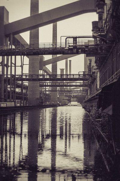 Oude fabriek reflectie van Marco Willemsen