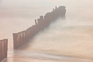 Wellenbrecher im Meer von Dokra Fotografie