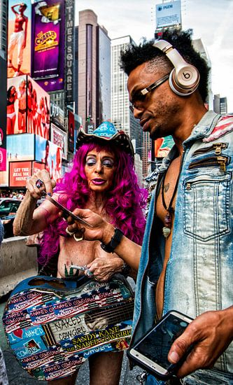 Naked cowgirl met hippe gast op Times Square New York
