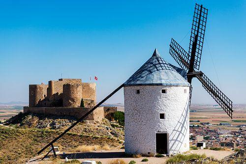 Windmolens en kasteel