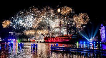 Oudejaars vuurwerk  in Amsterdam van Piet van der Meer