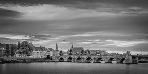 St.Servaos Brögk , Mestreech - Sint Servaas brug, Maastricht zwart-wit van