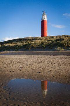 Vuurtoren van Texel met reflectie van Simone Janssen