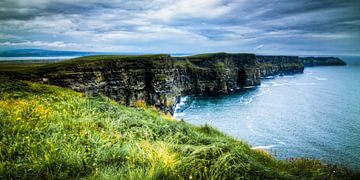 Cliffs of Moher, The Burren, Ireland van Colin van der Bel