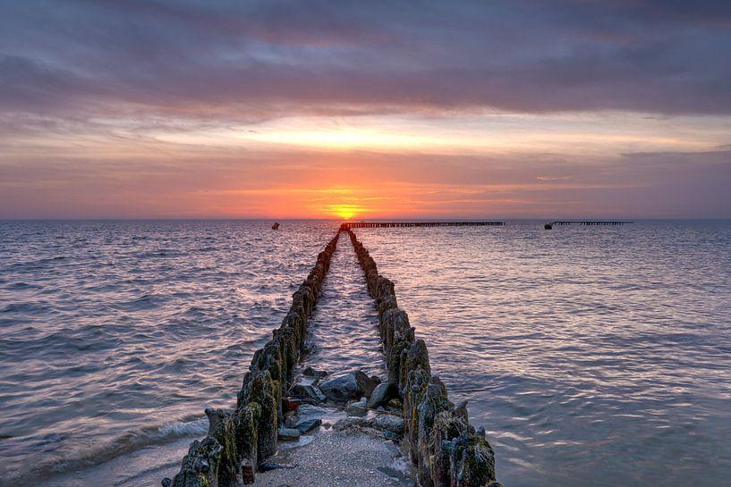 Coucher de soleil à l'IJsselmeer près de Hindeloopen sur Fotografie Ronald