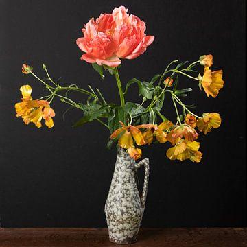 Vieux vase à fleurs sur Letty Bonsma